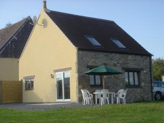Charming 3 bedroom Farmhouse Barn in Sourdeval with Washing Machine - Sourdeval vacation rentals