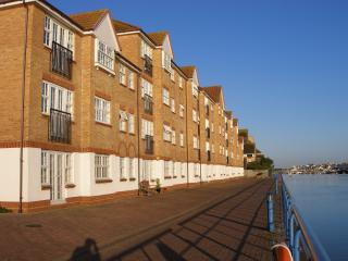 Beautiful 2 bedroom Condo in Shoreham-by-Sea - Shoreham-by-Sea vacation rentals