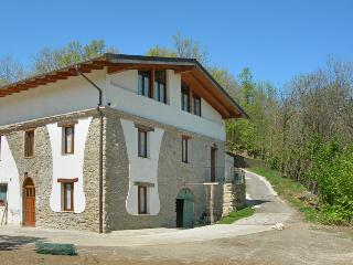Bright 5 bedroom Bed and Breakfast in Acqui Terme - Acqui Terme vacation rentals