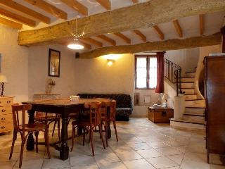 2 bedroom Gite with Dishwasher in L'Isle-sur-la-Sorgue - L'Isle-sur-la-Sorgue vacation rentals