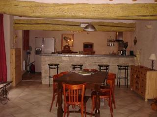 2 bedroom Gite with Washing Machine in L'Isle-sur-la-Sorgue - L'Isle-sur-la-Sorgue vacation rentals