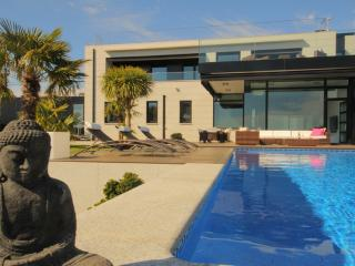 Spacious Villa with Internet Access and Satellite Or Cable TV - Sanxenxo vacation rentals