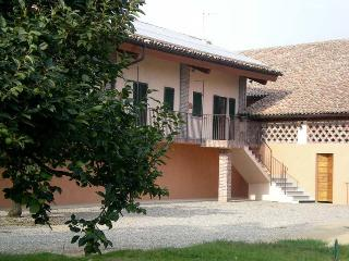 Bright 1 bedroom Apartment in Pavia with Internet Access - Pavia vacation rentals
