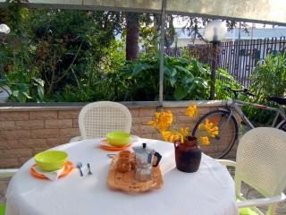 monolocale con giardino a 8km dal mare - Carpignano Salentino vacation rentals