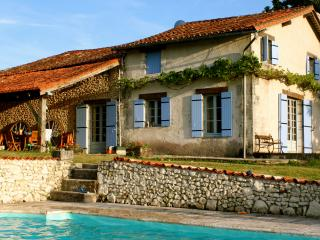 Beautiful 4 bedroom Verteillac House with Internet Access - Verteillac vacation rentals