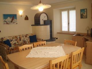Adorable Apartment in Peio with Microwave, sleeps 4 - Peio vacation rentals