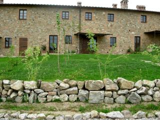 Tuscan-style apartment in spectacular surroundings, shared outdoor pool, sleeps up to 6 - San Gimignano vacation rentals
