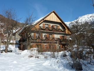 6 bedroom Ski chalet with Internet Access in Vaujany - Vaujany vacation rentals