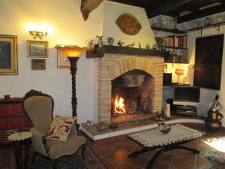 Casa Vacanze nel Borgo Medioevale di Mazzano Roman - Mazzano Romano vacation rentals