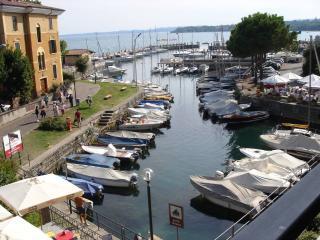 Romantic 1 bedroom Condo in Manerba del Garda with Internet Access - Manerba del Garda vacation rentals