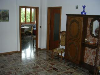 Perfect 3 bedroom Castione della Presolana Apartment with Garden - Castione della Presolana vacation rentals