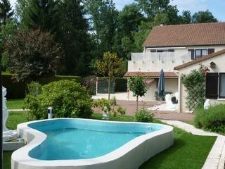 Romantic 1 bedroom Loiret House with Internet Access - Loiret vacation rentals
