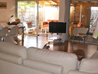 WOMEN ONLY  ACCOMODATION WITH PRIVATE LIVING ROOM - Limassol vacation rentals