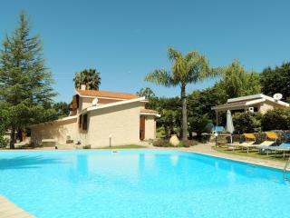 Charming 3 bedroom Villa in Alghero with Internet Access - Alghero vacation rentals