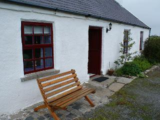 Cozy 2 bedroom Kilkeel Cottage with Parking - Kilkeel vacation rentals