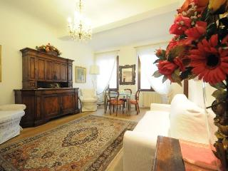 Large and Elegant apartment in Santa Croce area of Florence - Florence vacation rentals