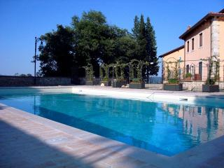 Tuscan apartment with pool in Cetona - Cetona vacation rentals