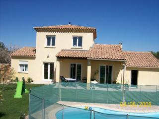 Proche d'Uzès en piémont cévenol - Saint-Maurice-de-Cazevieille vacation rentals