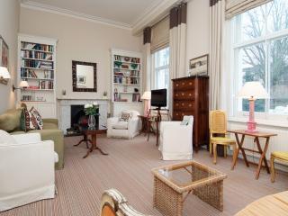 Delightful Chelsea Apartment - London vacation rentals
