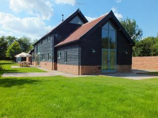 Bright Barn with Internet Access and Satellite Or Cable TV - Stowmarket vacation rentals