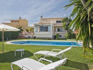 Bright 4 bedroom Villa in L'Ametlla de Mar with A/C - L'Ametlla de Mar vacation rentals