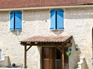 2 bedroom Gite with Internet Access in Barbezieux-Saint-Hilaire - Barbezieux-Saint-Hilaire vacation rentals