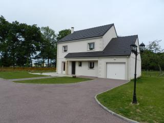 Bright 4 bedroom Gite in Dieppe with Internet Access - Dieppe vacation rentals