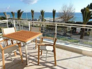 Royal Palm 218, Luxury 2 Bedroom Apartment by the Sea, Cannes - Cannes vacation rentals