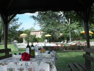 Self catering large apartment with heated pool - Monteroni d'Arbia vacation rentals