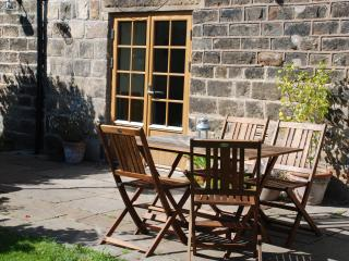 2 bedroom Cottage with Swing Set in Sheffield - Sheffield vacation rentals