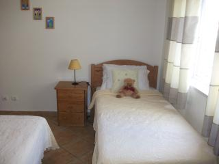 Beautiful Condo with Dishwasher and Grill - Alvor vacation rentals