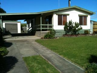 Cuddle at Capes - Lakes Entrance vacation rentals