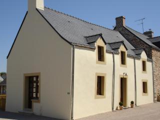 Perfect 4 bedroom Gite in La Roche-Bernard with Internet Access - La Roche-Bernard vacation rentals