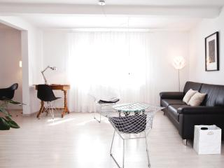 "Apartment ""Starkenburgblick""(Bauhaus-design) 5**** - Heppenheim vacation rentals"