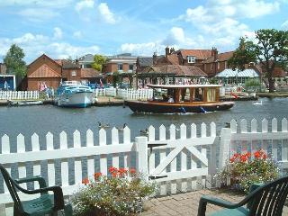 Anchor Cottage - Norfolk Broads Riverside Holidays - Wroxham vacation rentals