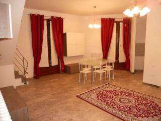 2 bedroom Apartment with Internet Access in Campi Bisenzio - Campi Bisenzio vacation rentals