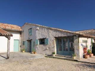 2 bedroom Gite with Internet Access in Mirambeau - Mirambeau vacation rentals