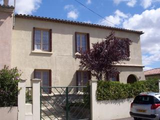 Lovely 2 bedroom House in Carcassonne with Internet Access - Carcassonne vacation rentals