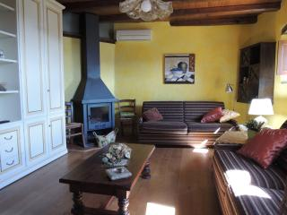 Cozy 3 bedroom Ferentillo Apartment with Deck - Ferentillo vacation rentals
