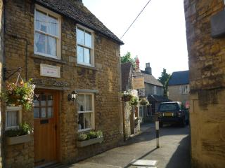 Inglenook cottage - Bourton-on-the-Water vacation rentals