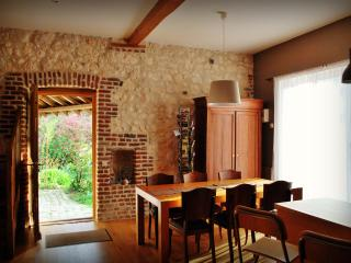Cozy 3 bedroom Gite in Mont-Saint-Eloi with Internet Access - Mont-Saint-Eloi vacation rentals