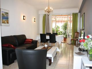 2 bedroom Condo with Internet Access in Le Cannet - Le Cannet vacation rentals