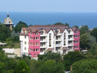 Beautiful 3 bedroom Apartment in Golden Sands - Golden Sands vacation rentals