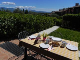 Appartamento con giardino, garage, vicino al golf - Polpenazze del Garda vacation rentals