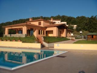 IL FARO DEL CASTELLUCCIO - Monteverdi Marittimo vacation rentals