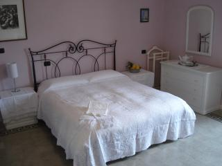 Beautiful 4 bedroom Navelli B&B with Internet Access - Navelli vacation rentals
