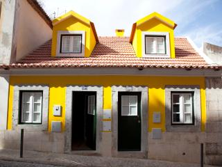 Typical house in the Castle - Mouraria in Romance - Lisbon vacation rentals