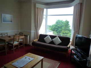 2 bedroom Condo with Internet Access in Torquay - Torquay vacation rentals