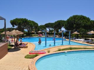 Apartamento dos Bicos T2 muito perto da Praia da Oura e da rua da Oura - Albufeira vacation rentals