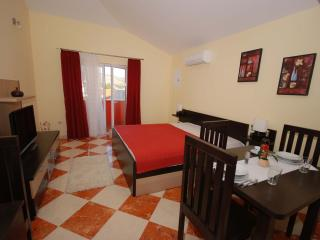 3 bedroom Apartment with Internet Access in Okrug Gornji - Okrug Gornji vacation rentals